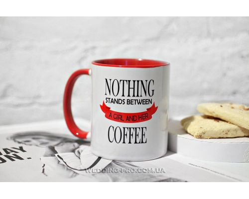 "Необычная чашка ""Nothing stands between a GIRL AND HER coffee"""