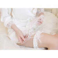 """Кружевная подвязка невесты """"Bride"""" с перьями и подвеской"""