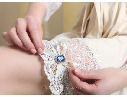 """Голубая подвязка невесты """"Роскошь Кружева"""" из нежного кружева и брошью с голубым камнем"""